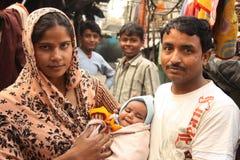Primo piano della famiglia urbana povera dell'India di bassifondi Immagine Stock Libera da Diritti