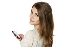Primo piano della giovane donna con il telefono cellulare Immagini Stock Libere da Diritti