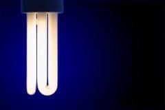 Primo piano della lampadina brillante Fotografie Stock