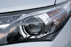 Primo piano della luce dell'automobile - LED e xeno fotografia stock libera da diritti