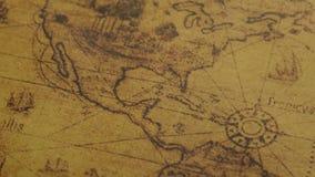 Primo piano della mappa antica dell'America archivi video
