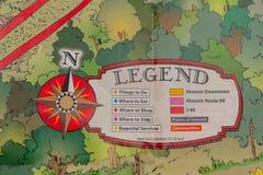 Primo piano della mappa di viaggio con la leggenda e rosa dei venti nella forma di bussola Fotografie Stock