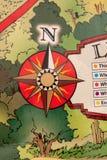 Primo piano della mappa di viaggio con la leggenda e rosa dei venti nella forma di bussola Fotografia Stock Libera da Diritti