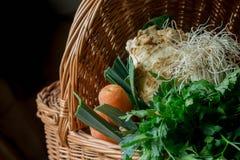 Primo piano della merce nel carrello delle verdure Immagini Stock Libere da Diritti
