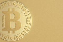 Primo piano della moneta di Bitcoin fotografia stock libera da diritti