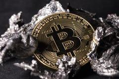 Primo piano della moneta di Bitcoin immagini stock