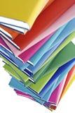 Primo piano della pila di libri variopinta Fotografia Stock