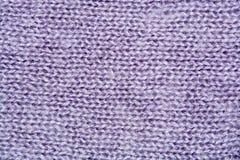 Primo piano della priorità bassa lavorato a maglia lane lilla di colore Immagine Stock Libera da Diritti