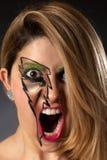 Primo piano della ragazza che grida con il trucco del fulmine Fotografie Stock Libere da Diritti