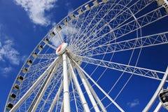 Primo piano della ruota il giorno soleggiato, cielo blu di Brisbane Immagini Stock Libere da Diritti