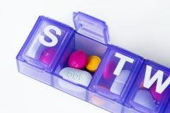 Primo piano della scatola delle pillole isolato Immagine Stock Libera da Diritti