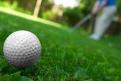Primo piano della sfera di golf immagini stock libere da diritti