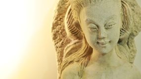 Primo piano della statua di angelo immagini stock