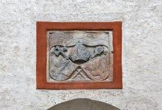 Primo piano della stemma in fortezza Hohensalzburg Salisburgo, Austria Fotografie Stock