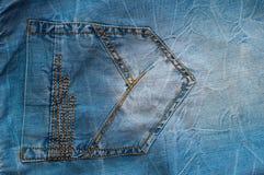 Primo piano della tasca delle blue jeans Fotografia Stock