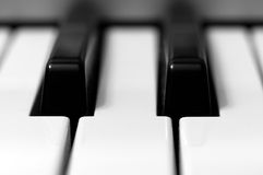 Primo piano della tastiera di piano Immagini Stock Libere da Diritti