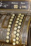 Primo piano della tastiera di un registratore di cassa antico Fotografia Stock