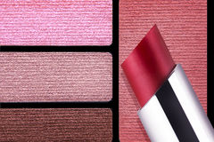 Primo piano della tavolozza di colore degli accessori di trucco Fotografia Stock