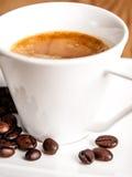 Primo piano della tazza del caffè espresso Fotografia Stock