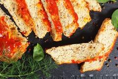 Primo piano della terrina al forno deliziosa del pesce immagine stock libera da diritti