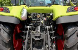 Primo piano della vista posteriore del trattore Immagine Stock Libera da Diritti