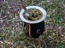 Primo piano della zucca dell'erba mate fotografia stock libera da diritti