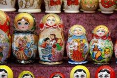 Primo piano delle bambole russe tradizionali di matryoshka Immagini Stock