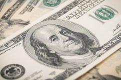 Primo piano delle banconote in dollari fotografia stock