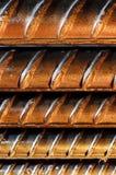 Primo piano delle barre d'acciaio deformi fotografia stock