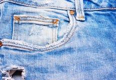 Primo piano delle blue jeans su fondo bianco Immagini Stock