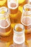 Primo piano delle bottiglie da birra Fotografie Stock
