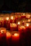 Primo piano delle candele brucianti con i caratteri cinesi Immagine Stock Libera da Diritti