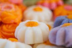 Primo piano delle caramelle alla menta a forma di del fiore Fotografie Stock