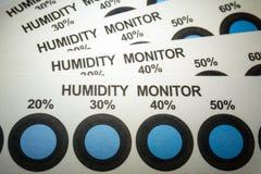 Primo piano delle carte dell'indicatore di umidità da industria manufatturiera di elettronica con le spie blu fotografie stock