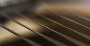 Primo piano delle corde della chitarra fotografie stock libere da diritti