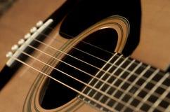 Primo piano delle corde della chitarra per musica Fotografie Stock Libere da Diritti