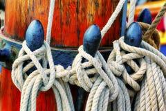 Primo piano delle corde di sartiame delle navi alte Fotografie Stock Libere da Diritti