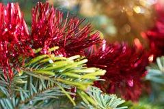 Primo piano delle decorazioni dell'albero di Natale immagine stock libera da diritti
