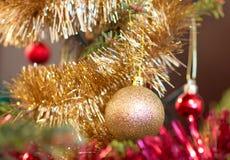 Primo piano delle decorazioni dell'albero di Natale Fotografia Stock Libera da Diritti