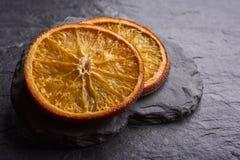 Primo piano delle fette arancio secche deliziose fotografie stock libere da diritti