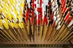 Primo piano delle frecce dell'arco come fondo Immagine Stock Libera da Diritti