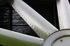 Primo piano delle lame su un dispositivo di raffreddamento industriale fotografie stock