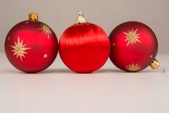 Primo piano delle palle rosse di Natale Fotografie Stock Libere da Diritti