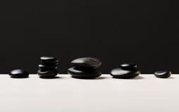 Primo piano delle pietre calde di massaggio Immagini Stock