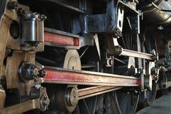 Primo piano delle rotelle del treno del vapore Fotografia Stock