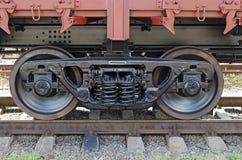 Primo piano delle rotelle di automobile della ferrovia Immagini Stock