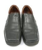 Primo piano delle scarpe degli uomini eleganti su fondo bianco Fotografia Stock Libera da Diritti