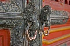 Primo piano delle tirate dell'anello della porta nella Città proibita, Pechino, Ch Fotografia Stock Libera da Diritti