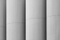 Primo piano delle torri dell'elevatore di grano Fotografia Stock Libera da Diritti