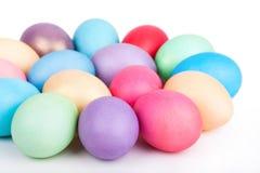 Primo piano delle uova di Pasqua su bianco Fotografia Stock Libera da Diritti